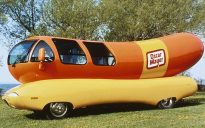 ORG XMIT: S0395649123_STAFF Kraft Foods Oscar Mayer Wienermobile. 02152005xBIZ